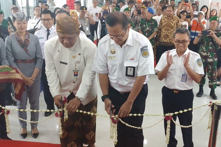 Direktur Utama PT KAI Edi Sukmoro meresmikan ruang tunggu KA Bandara Adi Soemarmo di Stasiun Solo Balapan Solo, Jawa Tengah, Kamis (29/8/2019).