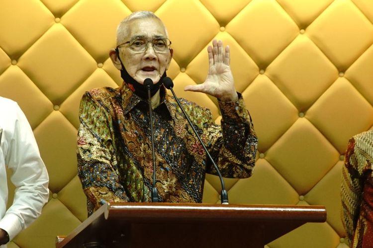 Wakil Presiden ke-6 Republik Indonesia Try Sutrisno menemui pimpinan MPR di Kompleks Parlemen, Senayan, Jakarta, Kamis (2/7/2020).