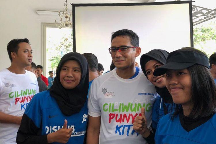 Wakil Gubernur DKI Jakarta Sandiaga Uno bersama anggota Jakarta Berlari, di Balai Kota DKI Jakarta, Sabtu (7/4/2018).