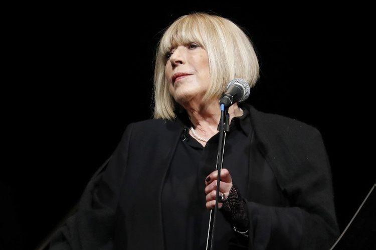 Penyanyi Inggris Marianne Faithfull tampil di konser di Bataclan di Paris, Perancis, pada 25 November 2016.