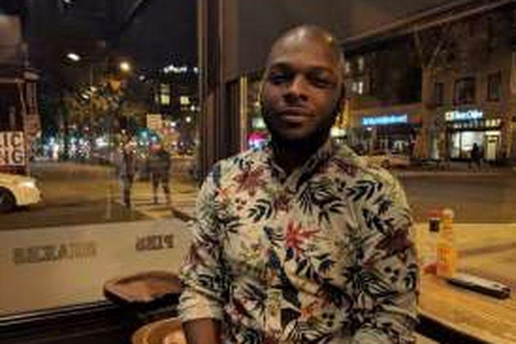 Andy Russell (30) lahir di Columbus, Ohio tetapi saat ini tinggal di Washington DC.