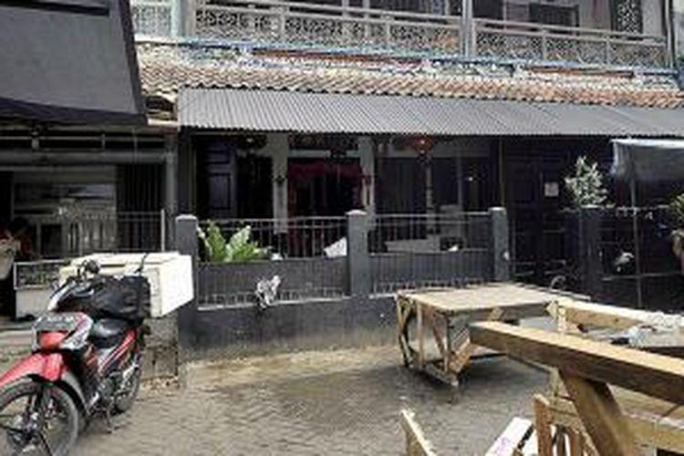 Tampak bagian depan Museum Benteng Heritage di Pasar Lama, Kota Tangerang, Rabu (12/8/2015). Jalan di depan museum digunakan untuk lapak pedagang pasar tradisional.