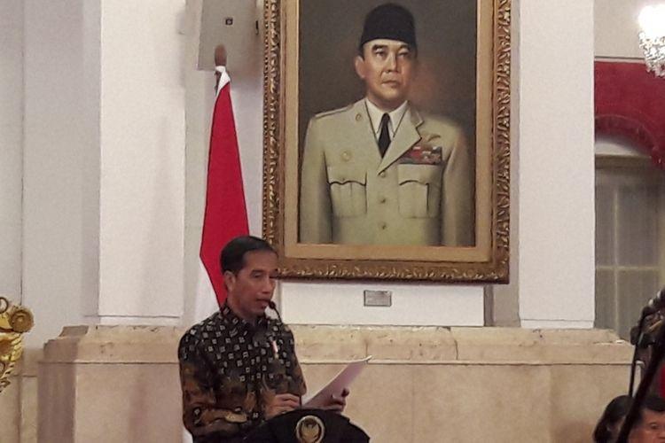 Presiden Joko Widodo saat memimpin sidang kabinet paripurna di Istana Negara, Jakarta, Selasa (4/4/2017).