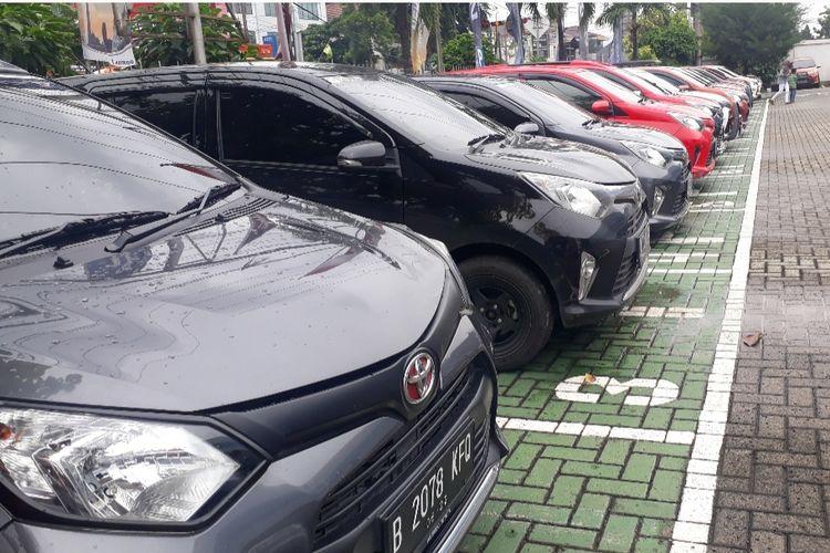 Ilustrasi kopdar Komunitas Toyota Calya Indonesia (KTCI) di sebuah dealer Toyota