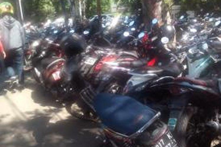Parkir liar di Jalan Sunda, belakang Sarinah