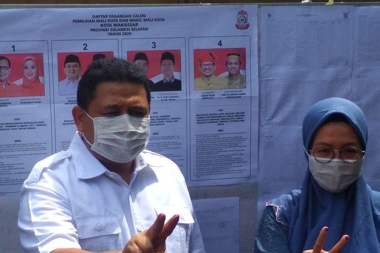 Calon Wali Kota Makassar nomor urut 2 Munafri Arifuddin bersama istri usai mencoblos di TPS kelurahan Sawerigading, Kecamatan Ujung Pandang, Makassar, Rabu (9/12/2020).