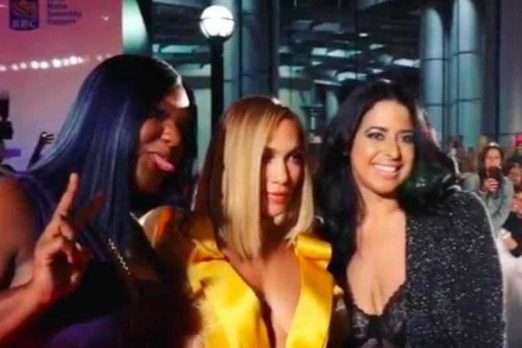Pada malam perdana Hustlers, J.Lo berbagi foto dirinya dengan pemenang sayembara Julissa, yang membawa serta temannya Lola. Ketiganya berpose di karpet merah di Toronto Film Festival.