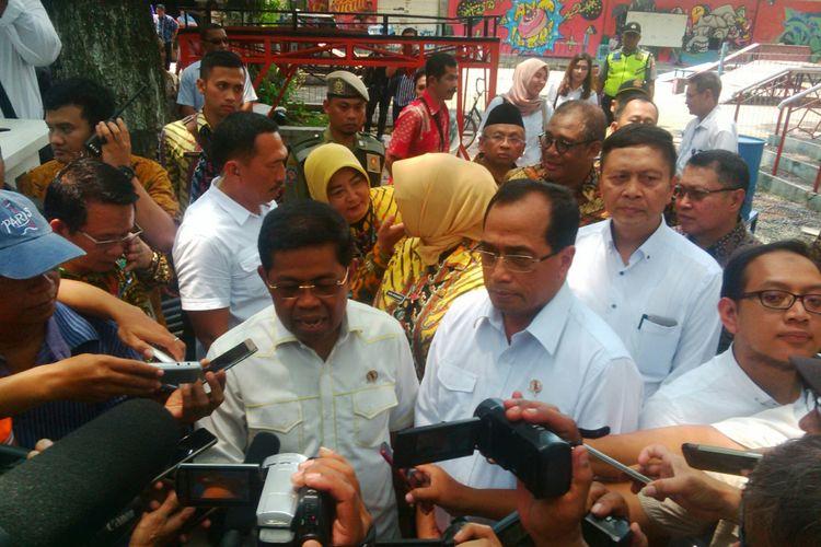 Mensos Idrus Marham (kiri) bersama Menhub Budi Karya Sumadi dalam acara dialog nasional 9 Indonesia Maju di Sragen, Jawa Tengah, Sabtu (31/3/2018)