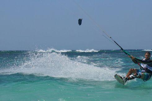 Ini Alasan Pulau Tabuhan Jadi Surga Baru Penggemar Kite Surfing