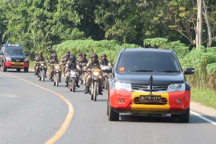 atalyon B Pelopor Brimob Polda Lampung berpatroli di Jalan Lintas Tengah (Jalinteng) Sumatera untuk mengamankan jalur mudik, Rabu (21/4/2021). (FOTO: Dok. Brimob Polda Lampung).