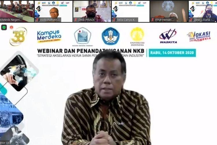 Rektor UI Ari Kuncoro saat melakukan penandatanganan kerjasama dengan Politeknik Negeri Jakarta (PNJ).