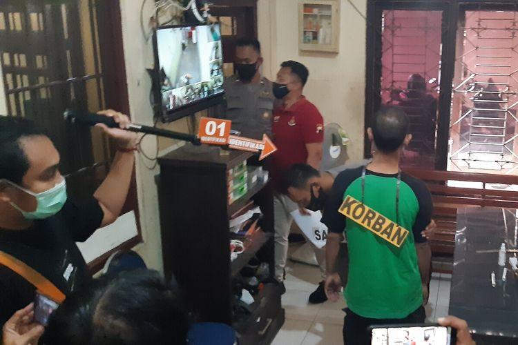 Suasana proses rekonstruksi kasus tewasnya Ali Mahbub (28) di ruang tahanan Mapolres Klaten, Jawa Tengah, Jumat (6/11/2020).
