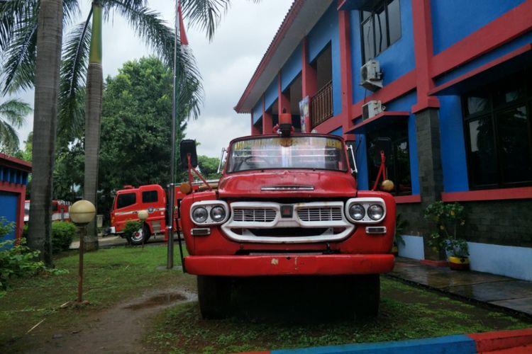 Mobil merek Isuzu yang diproduksi Jepang yang digunakan oleh Dinas Damkar DKI sejak tahun 1969 sampai sekitar tahun 2006.