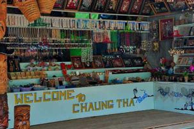 Kios cenderamata Pantai Chaung Tha, Myanmar.