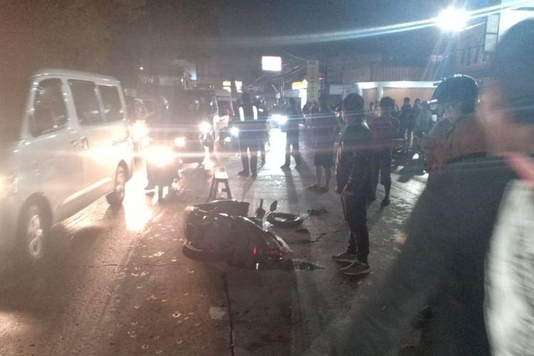 Kecelakaan maut akibat jalan berlubang di Jalan Raya Bandung-Garut, Jatinangor, Sumedang, Jawa Barat tewaskan seorang pemotor, Sabtu (14/3/2020) malam sekitar pukul 21.30 WIB. Dok. Polsek Jatinangor