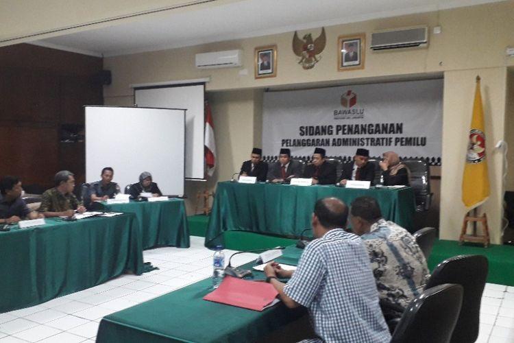Suasana sidang penyampaian laporan pelapor terkait dugaan pelanggaran kampanye Jokowi-Maruf di Kantor Bawaslu, Selasa (16/10/2018).