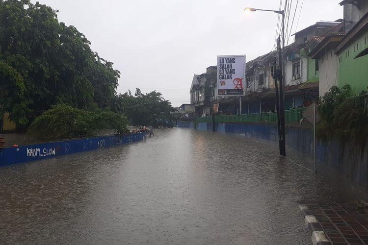 Kondisi jalan underpass Bekasi Timur, Rabu (1/1/2020) terendam banjir.