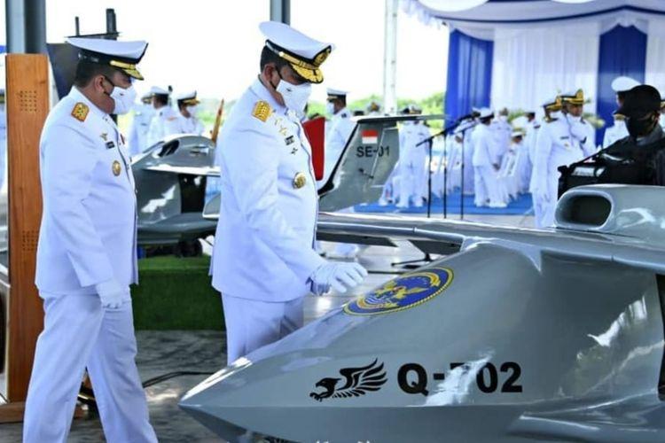Kepala Staf Angkatan Laut (KSAL) Laksamana TNI Yudo Margono meresmikan Skuadron Udara 100 Antikapal Selam dan Skuadron Udara 700 Pesawat Terbang Tanpa Awak di Apron D Shelter Heli Skuadron 400 Pusat Penerbangan Angkatan Laut (Puspenerbal), Surabaya, Jawa Timur, Senin (21/6/2021).