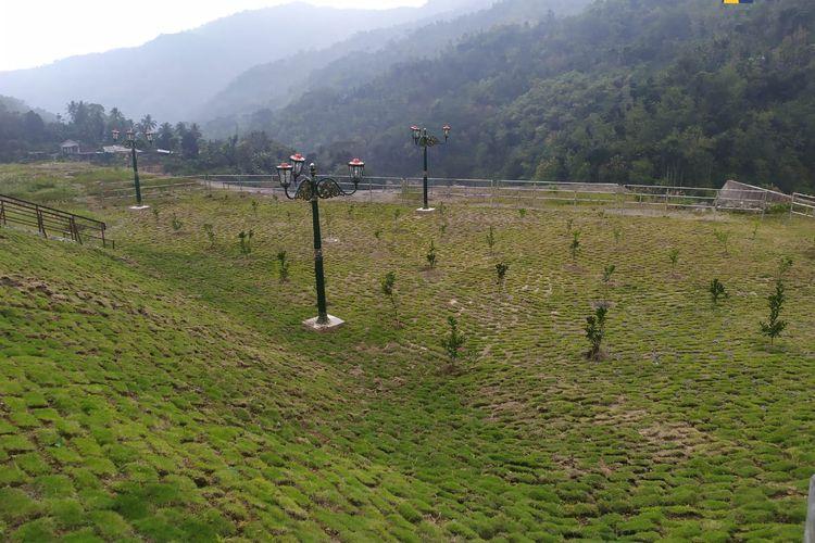 Kementerian PUPR tanami ratusan bibit pohon di area seluas 2.496 hektar sekitaran Bendungan Tukul Pacitan