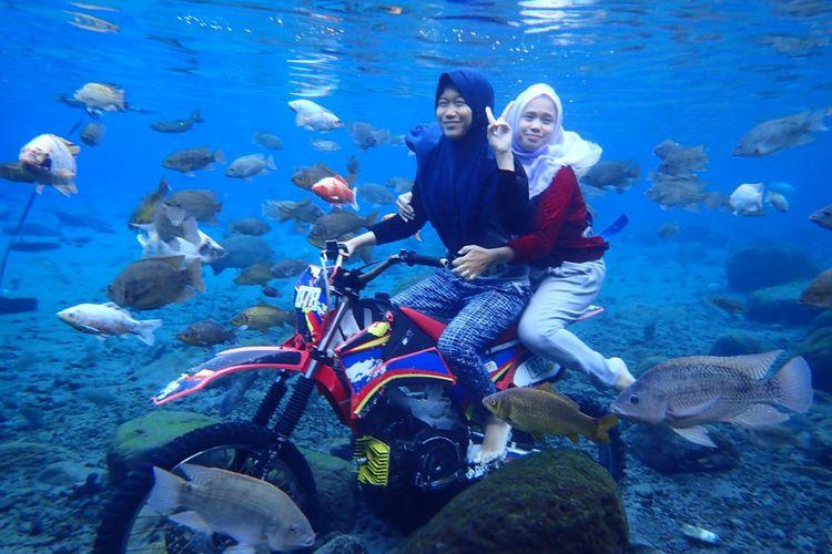 Salah satu daerah yang berhasil memanfaatkan sebagian dana desa untuk pengembangan obyek wisata adalah Desa Ponggok di Klaten, Jawa Tengah.