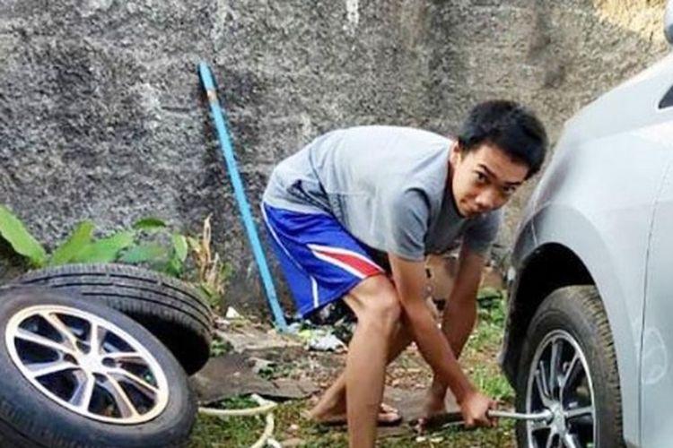 Nugroho Wirakusuma, Siswa SMK Mitra Industri MM2100 sukses bisnis jual beli dan reparasi velg mobil.