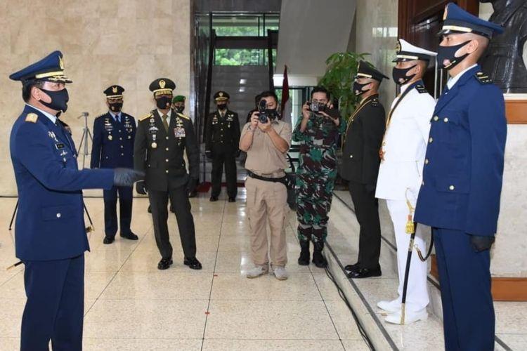 Panglima TNI Marsekal TNI Hadi Tjahjanto melantik 208 Perwira Karier di Mabes TNI, Cilangkap, Jakarta Timur, Kamis (16/7/2020).
