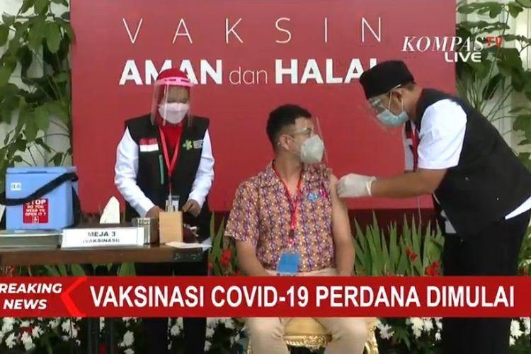 Raffi Ahmad saat disuntik vaksin Covid-19 perdana di Istana Negara, Rabu (13/1/2021).