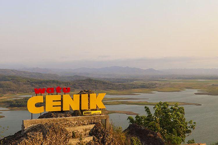 Panorama Wonogiri dari ketinggian yang tersaji di Watu Cenik