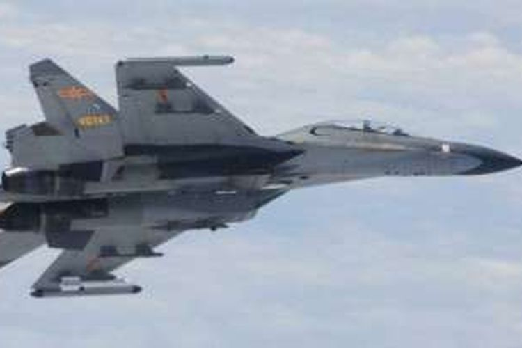 Pesawat tempur Rusia Sukhoi Su-27 (foto: dok). Sebuah jet Rusia jenis Su-27 dilaporkan 'mencegat' pesawat AS saat terbang di atas Laut Hitam.