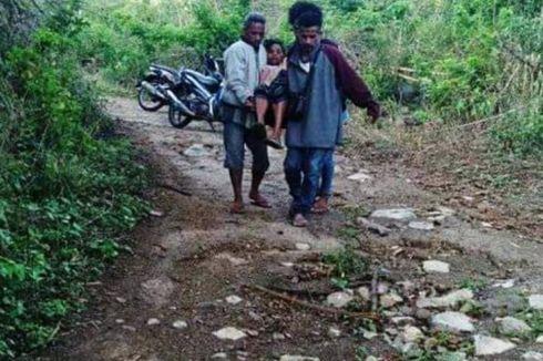 Jalan Rusak, Ibu Hamil Digotong dan Melahirkan di Pondok Pinggir Jalan