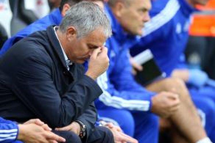 Ekspresi Jose Mourinho saat Chelsea melawan Newcastle United, 29 September 2015.