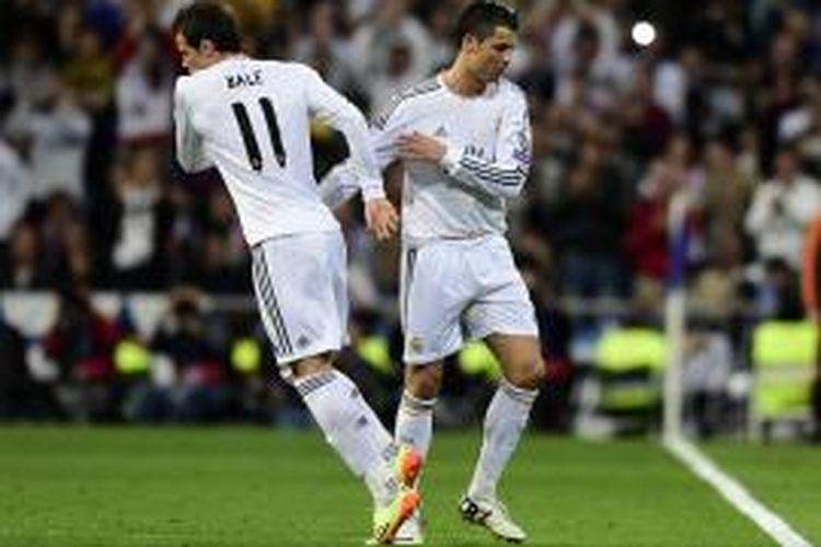 Bintang Real Madrid, Cristiano Ronaldo, digantikan rekannya, Gareth Bale, pada menit ke-73 dalam pertandingan leg pertama semifinal Liga Champions melawan Bayern Muenchen di Santiago Bernabeu, Rabu (23/4/2014).