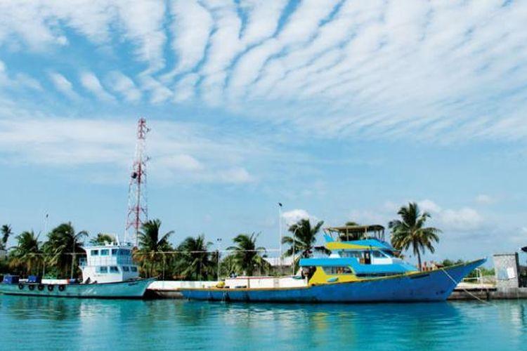 Maladewa, negara kepulauan di wilayah selatan Asia, menjadikan keindahan alam dan kekayaan laut sebagai daya tarik wisata. Sejak 1970-an, wisata menjadi sumber penghasilan utama negara tersebut.
