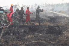 Personel TNI Bantu Pemadaman Kebakaran Lahan Gambut di OKI