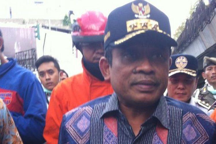 Plt Gubernur Sumarsono Saat Meninjau Lokasi Kebakaran di Pasar Senen, Jakarta Pusat, Kamis (19/1/2017)