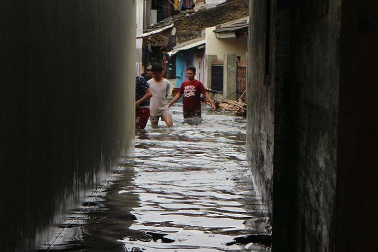 Banjir di gang BTN, Kelurahan Sukabumi Selatan, Kecamatan Kebon Jeruk, Jakarta Barat, Rabu (1/1/2020) siang.