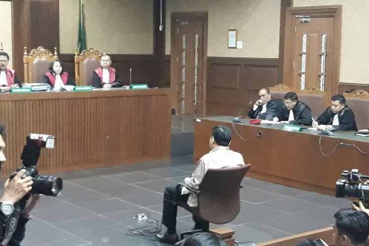 Setya Novanto duduk di kursi terdakwa di Pengadilan Tipikor Jakarta, Kamis (29/3/2018).