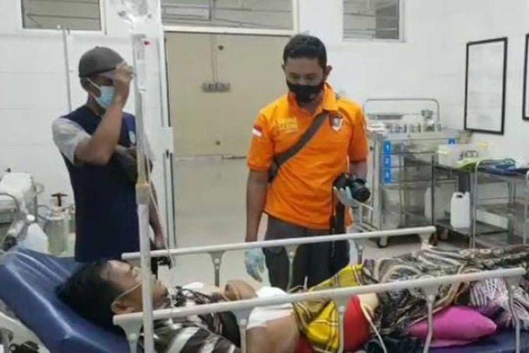 Seorang mertua menusuk menantu pakai pisau gara-gara motif dendam permasalahan keluarganya di depan kantor BNI Pasar Tasikmalaya, Minggu (25/7/2021).