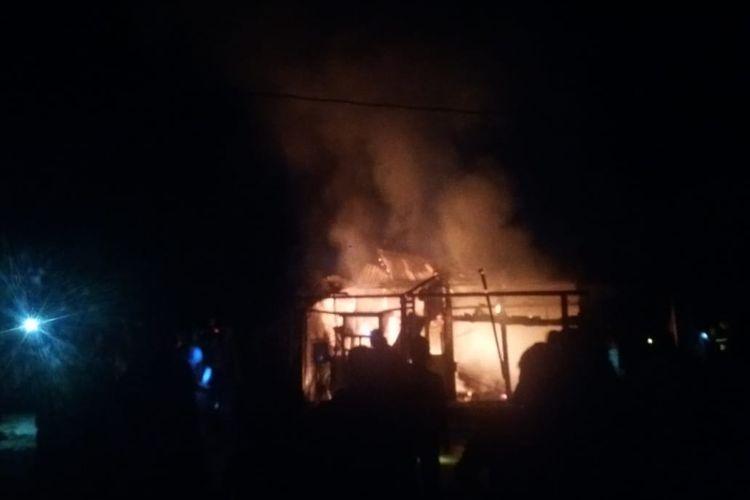 Satu keluarga di Kecamatan Air Hitam, Sarolangun Jambi meninggal dunia akibat kebakaran dan terdengar ledakan berkali-kali