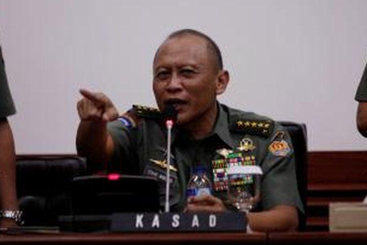 Kepala Staf TNI Angkatan Darat Jenderal Pramono Edhie Wibowo menggelar konferensi Pers di Markas Besar TNI Angkatan Darat, Jakarta Pusat, Jumat (29/3/2013).