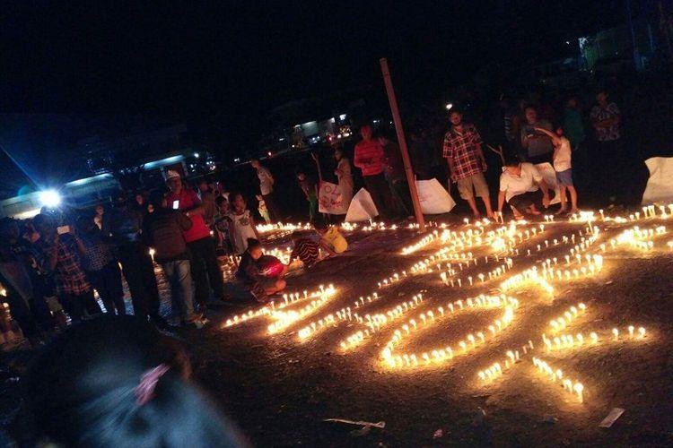 Ribuan warga Kabupaten Malaka, Nusa Tenggara Timur (NTT) menggelar aksi bakar 1.000 agar Ahok segera dibebaskan. Aksi itu digelar di Lapangan Umum Betun, Rabu (10/5/2017) malam
