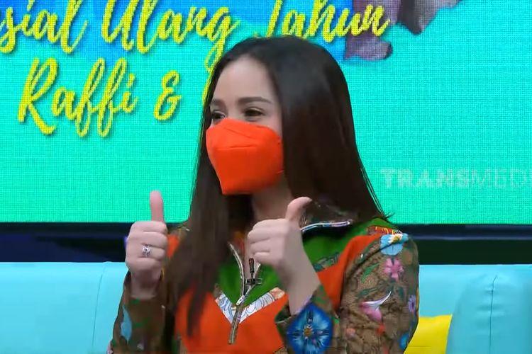 Nagita Slavina saat menjadi bintang tamu di Okay Bos