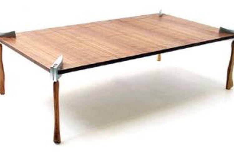 Duffy London merilis koleksi meja-meja unik dengan kaki menyerupai kapak. Koleksi ini tersedia dalam bentuk meja makan, meja konsol, dan meja kopi.