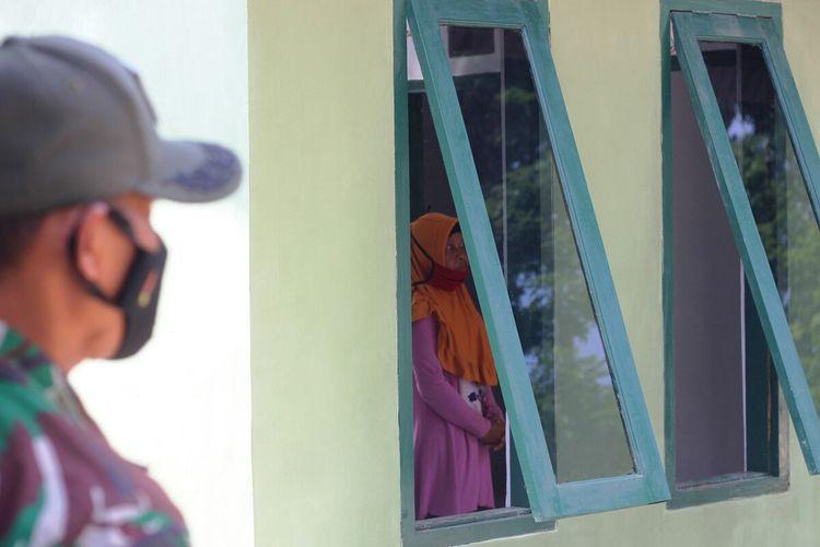 Kondisi rumah seorang perempuan paruh baya di Kabupaten Cianjur, Jawa Barat, pasca direnovasi oleh prajurit TNI melalui program TNI Manunggal Membangun Desa (TMMD) ke-111 di Desa Ciandam, Kecamatan Mande.