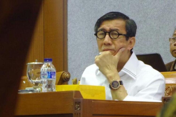 Menteri Hukum dan Hak Asasi Manusia (HAM) Yasonna H Laoly di Kompleks Parlemen, Senayan, Jakarta, Senin (10/4/2017).