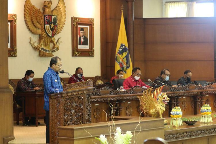 Gubernur Bali Wayan Koster dalam sidang Paripurna DPRD Bali, Senin (28/6/2021)