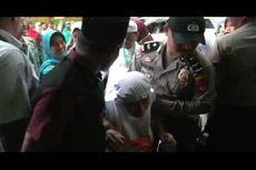 Keluarga Rombongan Jemaah Haji di Majene Saling Dorong dengan Aparat Keamanan