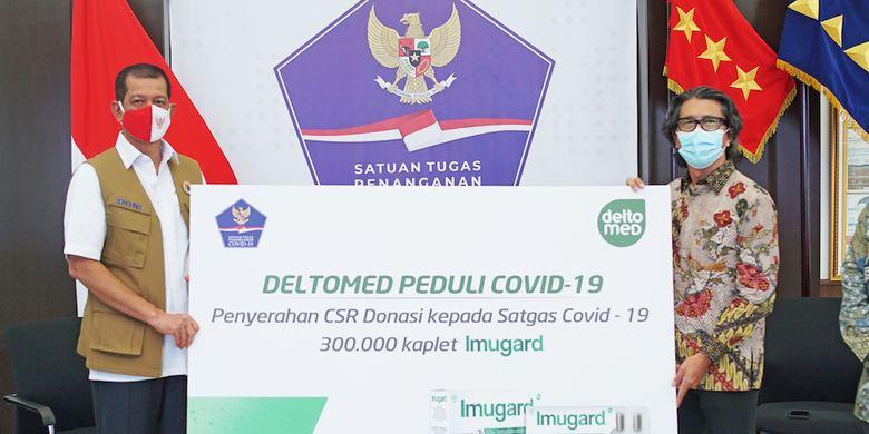 Penyerahan donasi berupa 300.000 kaplet obat Herbal Imugard kepada Satuan Tugas Penanganan Covid-19.