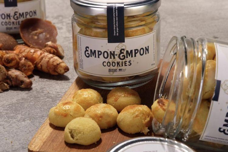 Empon-empon Cookies merupakan kue kering yang berbahan dasar ramuan tradisional. Bahan-bahan dasar tersebut dipercaya bisa meningkatkan daya tahan tubuh di masa pandemic corona ini.