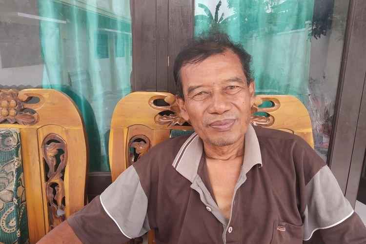 Bandono, tukang kebun di SDN Mijen Kelurahan Jagalan, Kecamatan Jebres, Solo, Jawa Tengah, Kamis (23/1/2020).